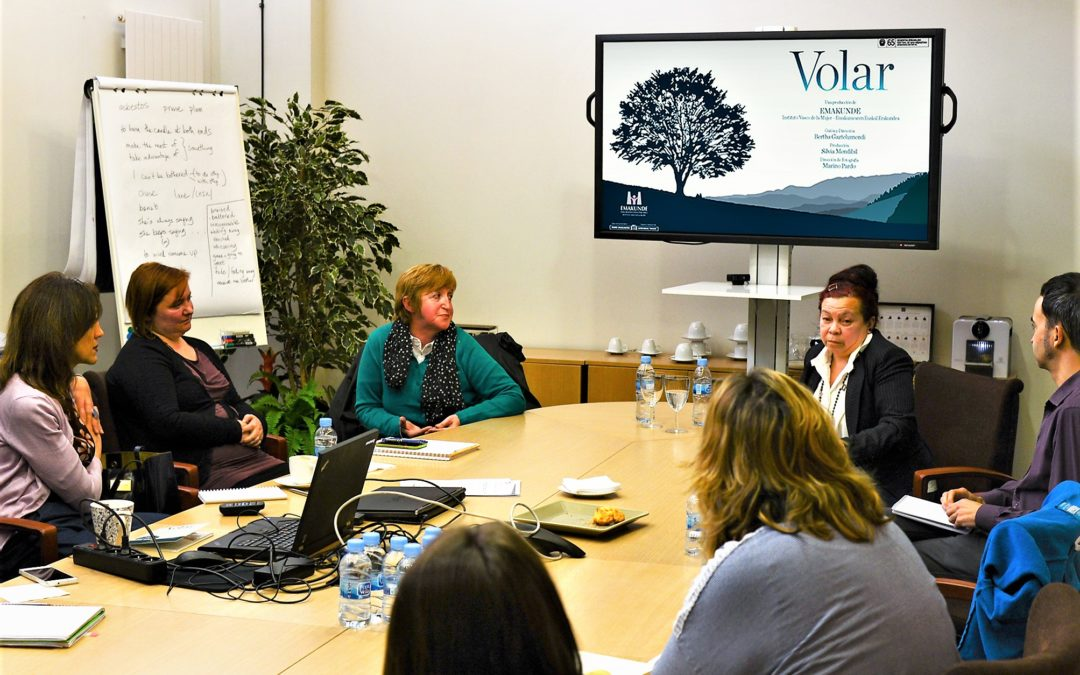 """·Two of the main characters in the film """"Volar"""" visit Unibasq's headquarters to talk about gender-based violence"""