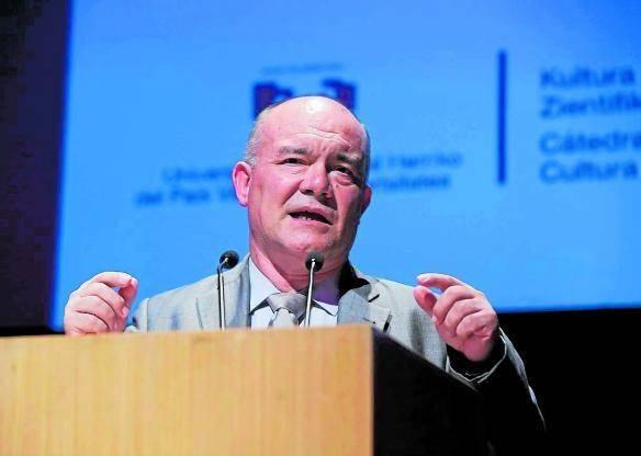 • Juan Ignacio Pérez Iglesiasek Eusko Ikaskuntza saria jasoko du
